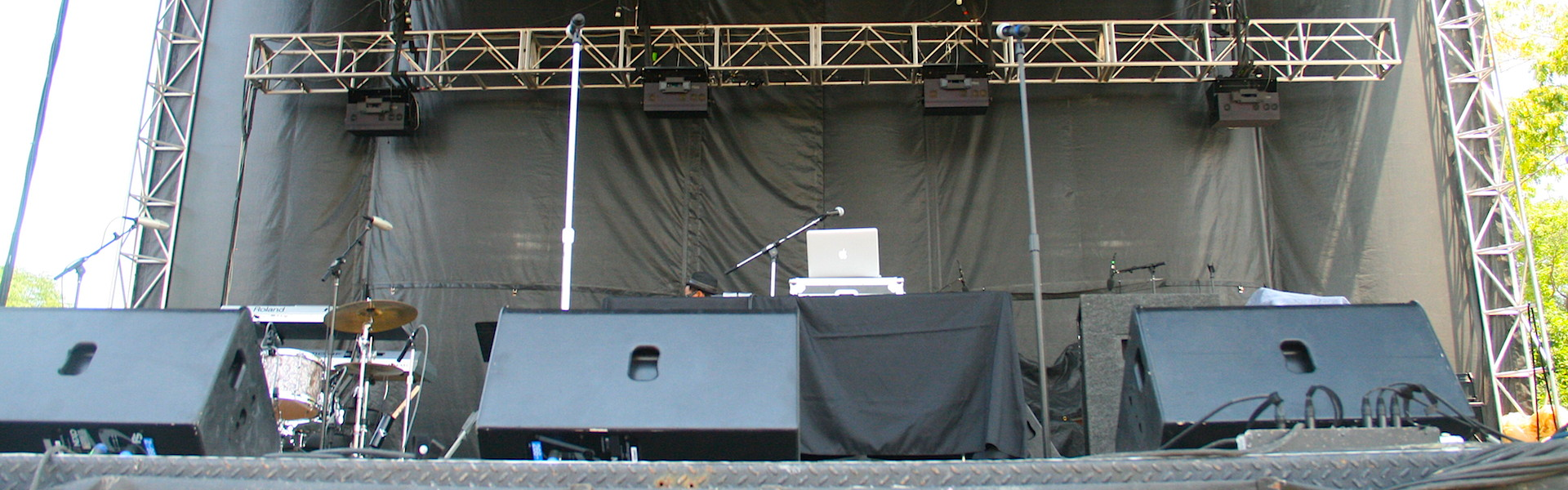 Stage wheelchair access with a portable wheelchair lift