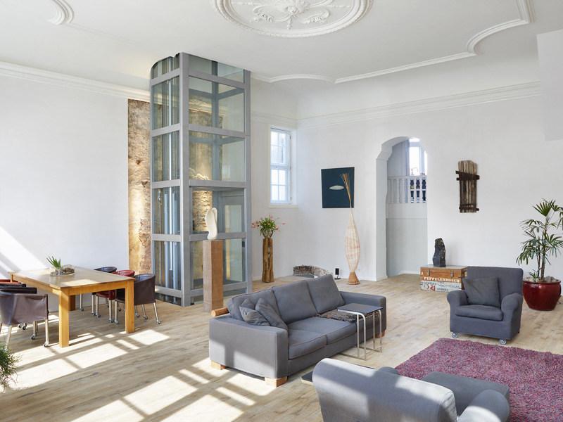 Hydraulic house lift Thyssen HE 31